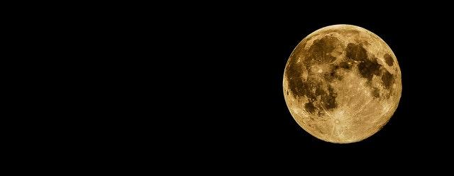 Daily Haiku: Moon
